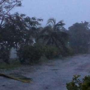 Furacão provoca destruição nas Bahamas e se aproxima dos EUA