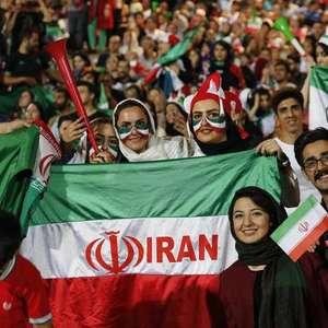 Mulher ateia fogo no corpo por proibição feminina em estádio