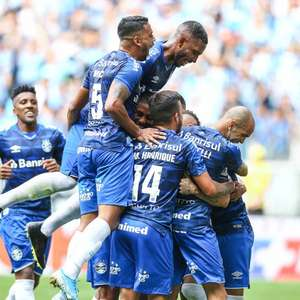 Grêmio vence Goiás na Arena lotada e sobe na tabela