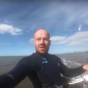 Praticante de kitesurf faz registro acidental e ...