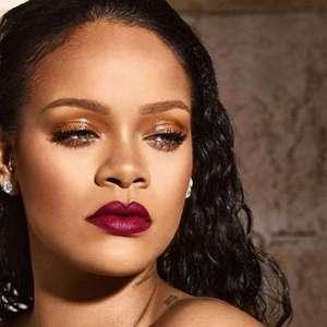 Rihanna trabalha em dois discos!