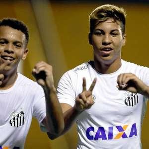 Dupla do Santos comemora convocação para o Mundial Sub-17