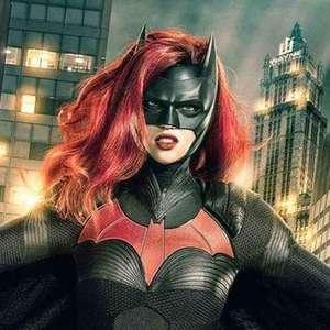 Kate Kane sem regras no novo teaser da série Batwoman