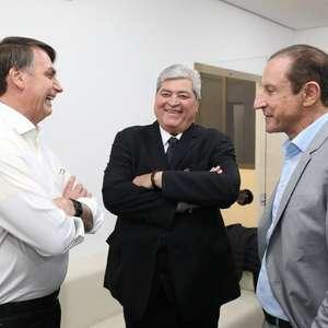"""""""Datena é a menina mais bonita da praça"""", elogia Bolsonaro"""