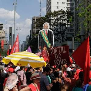 Manifestantes fazem ato por Lula livre em São Paulo