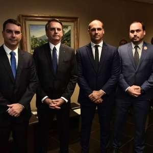 PSL afasta filhos de Bolsonaro e analisa expulsão de Eduardo
