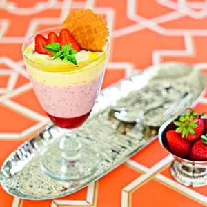 Aprenda a preparar parfait de morango com baunilha e azeite