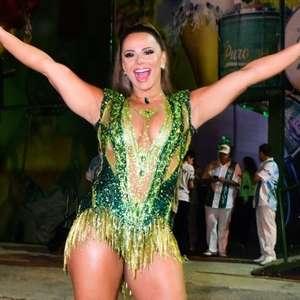 Viviane Araujo cai no samba e brilha em aniversário de ...