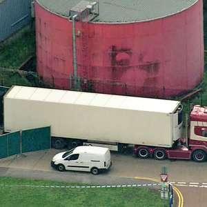 Polícia encontra 39 corpos dentro de caminhão em Essex ...