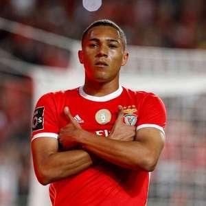 Benfica vence Santa Clara de virada e mantém a liderança ...