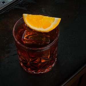 Aprenda a preparar o drinque Negroni Albariza