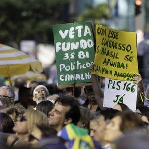 Racha do PSL chega ao palanque em evento por 2ª instância