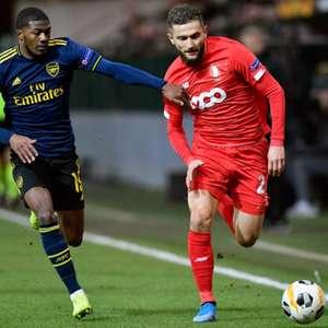 Arsenal sofre, mas empata e garante vaga na Liga Europa