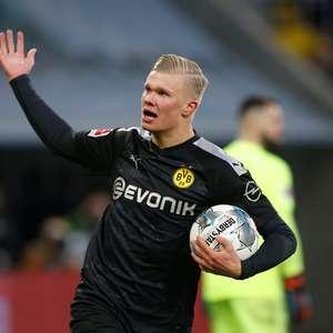 Norueguês brilha na estreia, faz 3 e vira jogo para Dortmund