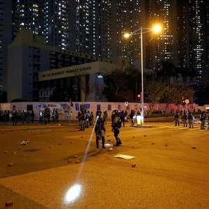 Polícia usa gás lacrimogêneo para dispersar ato em Hong Kong