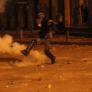 Mais de 370 pessoas ficam feridas durante protestos em ...