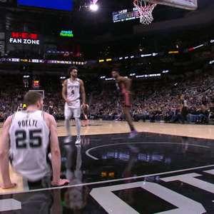 NBA: Sem perdão! Derrick Jones Jr; enterra sobre Poelti