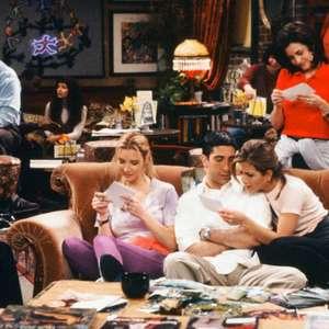Jennifer Aniston surpreende fãs no set de Friends
