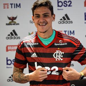 Pedro é apresentado como reforço no Flamengo
