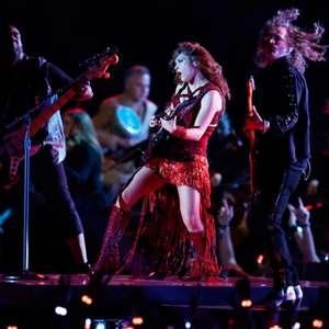 Shakira e J-Lo cantam sucessos no intervalo do Super Bowl
