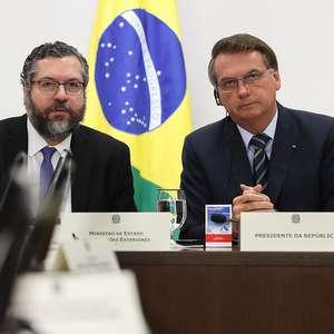 Afastado de Mandetta, Bolsonaro busca orientação com Araújo
