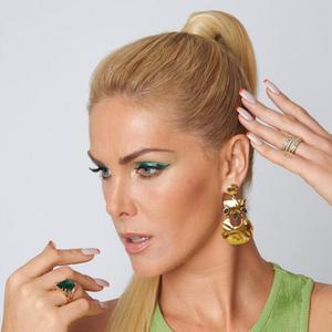 Hair: Ana Hickmann adota look verde e unhas com ponta ...