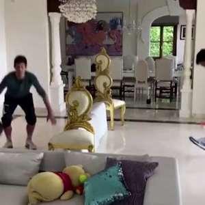 Djokovic mostra criatividade no isolamento e joga com ...