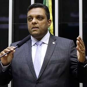 Deputado é denunciado por ataques contra ministro do STF