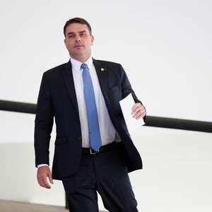 """Flávio vai depor em caso das """"rachadinhas"""", diz advogada"""