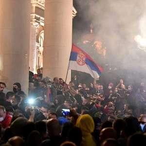 Sérvia vive segundo dia de protestos contra confinamento ...