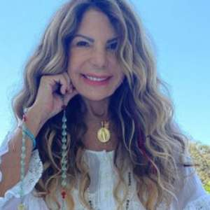 """Elba Ramalho testa positivo para a covid-19: """"Rezem por mim"""""""