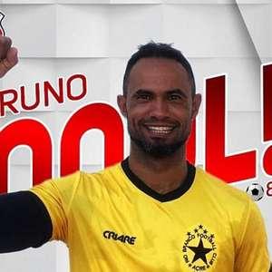"""""""Fera, ídolo, mito"""": fãs exaltam atuações de goleiro Bruno"""