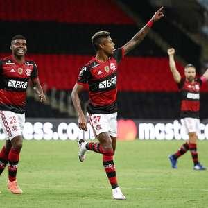 Flamengo vence e avança em 1º do grupo na Libertadores