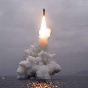 Coreia do Norte constrói submarino capaz de disparar mísseis
