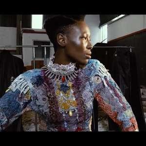Ney Matogrosso dá voz à dramaticidade fashion de ...