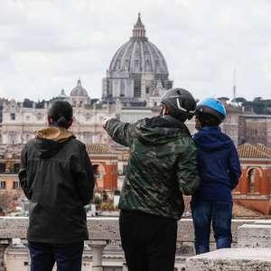 Itália volta a afrouxar regras sanitárias de combate à covid