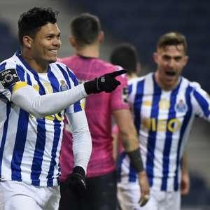 Treinador e mais três jogadores do Porto testam positivo ...
