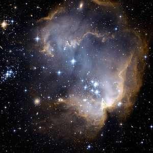 A magnífica concha estrelada na Pequena Nuvem de Magalhães