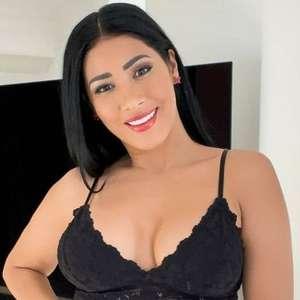 Simaria impressiona fãs com clique repleto de beleza