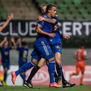Cruzeiro vence Coimbra e ameniza pressão antes de clássico