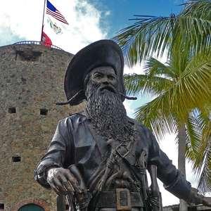 Castelo em St Thomas homenageia Barba Negra e Jack Sparrow