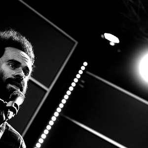 """""""A gente não pode ter medo da música"""", diz Marcelo Jeneci"""