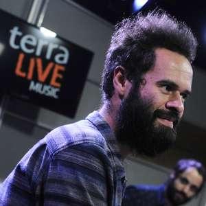 """""""Esse disco me fez um bem horrível"""", diz Marcelo Jeneci ..."""