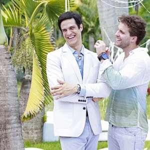 """Mateus Solano apelida beijo gay na TV e brinca: """"barba é ..."""