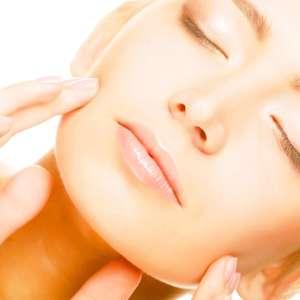 Implante de fios elásticos na pele combate flacidez facial