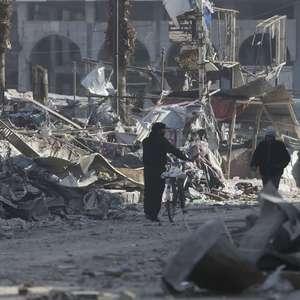 Ataques deixam mais de 50 mortos em zonas rebeldes na Síria
