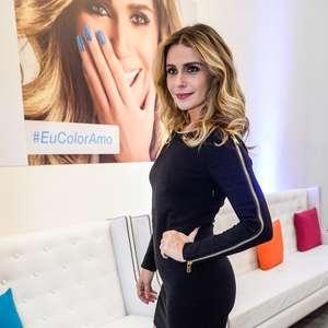 De vestido curto, Giovanna Antonelli lança linha de esmaltes