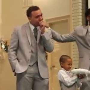 Lá vem a noiva! Vídeo de noivo aos prantos no altar viraliza