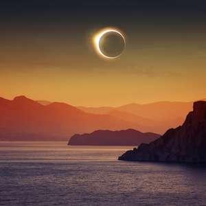 Cruzeiros oferecem visão privilegiada do eclipse solar