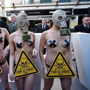 London Fashion Week começa com protesto seminu do Peta